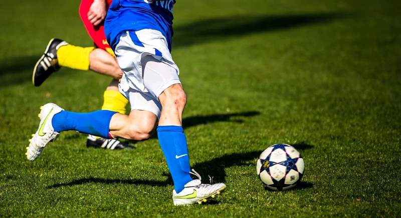 How much can you win betting on football binary options vs spot forex contracts